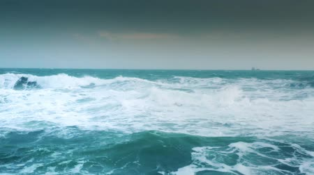 tempestade : Storm sea with waves and wind