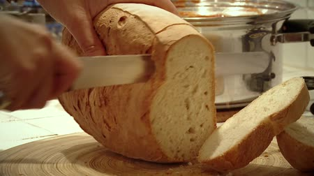 vágás : Cutting bread on the table. Food in Italy.