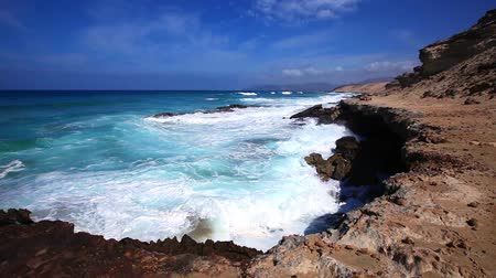 Канарские острова : Rocky shore and surf the Atlantic, Fuerteventura, Canary Islands