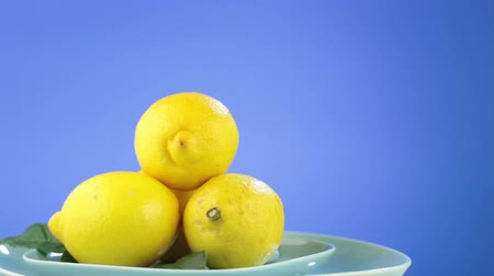 citrón : Lemons rotate the plate