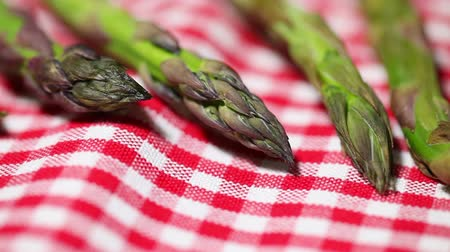 espargos : asparagus on red tablecloth Stock Footage