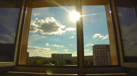 интерьер : The sun shines through the open window