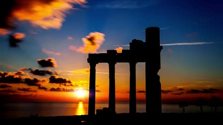 templom : ruines on sunset