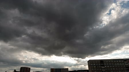 tempestade : storm clouds over city