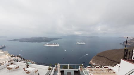 görögország : Time-lapse of clouds and movement of ships, the bay of Santorini, Greece
