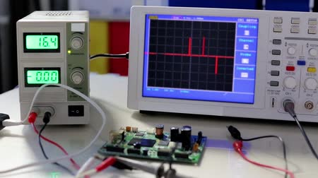 elektronika : Oscilloscope peak pulses on the screen