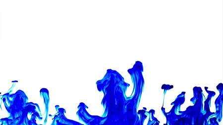 dissolução : Blue ink dissolved in water making abstract forms Stock Footage