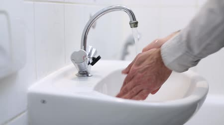 banyo : man washes his hands