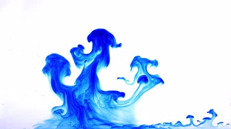 краситель : Ink dissolving in water Стоковые видеозаписи