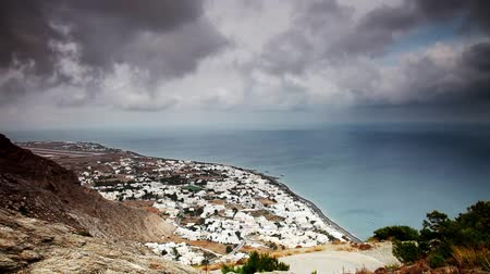 görögország : Clouds over Kamari, Santorini, Greece. Timelapse Stock mozgókép