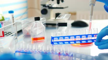 образец : DNA analysis Pipetting microtubes