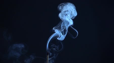 fumo : Smoke on a black background
