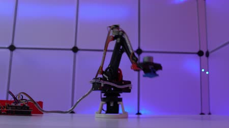 машиностроение : Prototype industrial robot arm in the laboratory of automation