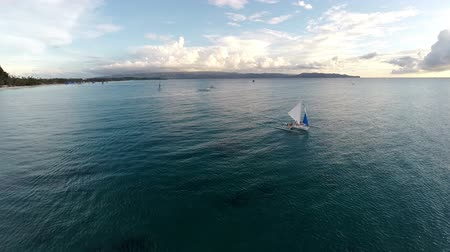 moscas : Aerial flight above the ocean, spin from the sunset to the coast  -Boracay, Philippines