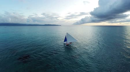 żaglówka : Aerial : Flight over the ocean and beautiful sailboat Wideo