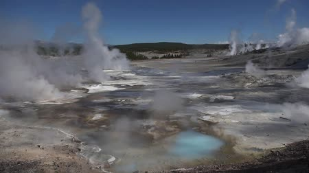 geiser : Mooie trillende geisers in Norris Basin, Yellowstone National Park