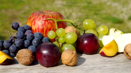 martwa natura : Diverse natural autumn fruits on the table. Wideo