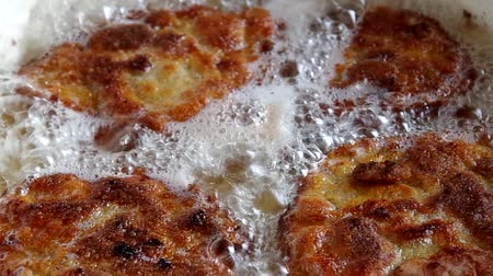 schabowy : Frying pork meat coated with breadcrumbs in a pan