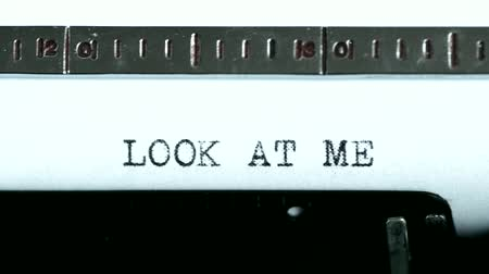 autor : Typewriting on an old typewriter. Typing text: look at me
