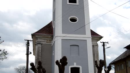 přadeno : Classicist Evangelical church from 1811 in Hank, district Roznava, Slovakia Dostupné videozáznamy