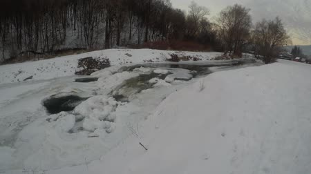 çok : A view of a flowing river in the winter