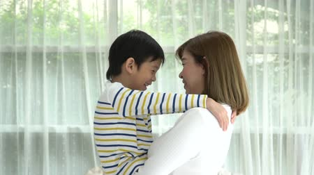 omzunda : Asian child huging his mother with love at home slow motion Stok Video