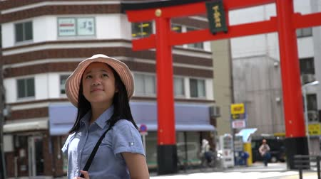 tokio : Beautiful Asian girl walking in the city on summer day,ueno tokyo slow motion Wideo