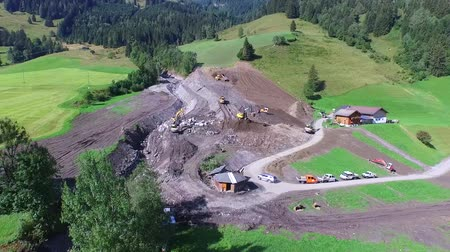 voluntário : Aerial View, Men and equipment cleaning up after the mudslides in Rauris, Austria alps