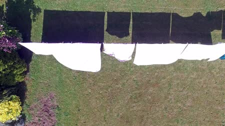 çamaşırhane : Aerial of clothes hanging on a clothesline