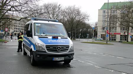 немецкий : Munich  Germany - February 16 2018 : Huge amount of police controlling the streets of Munich and taking care to guide all politicians to the Munich Security Conference