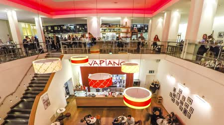 franczyza : Munich  Germany - February 13 2018 : People enjoying the restaurant Vapiano - Time Lapse Wideo