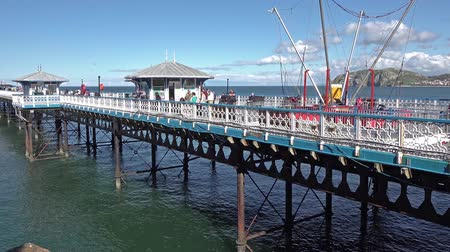 escala : Llandudno  Wales - April 22 2018: Folks enjoying the longest pier in Wales