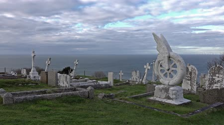 смещение : Llandudno  Wales, UK - April 22 2018 : The gravestone of Beatrice Blore-Browne is standing at St Tudnos church and cemetery on the Great Orme at Llandudno, Wales, UK