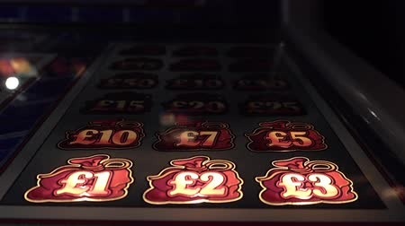 bandido : Hull  England - May 04 2018 : Gambling machines blinking in the casino