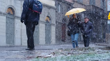 BERGAMO, 12 December 2017: Couple walking while it snows in Bergamo, italy, 12 december. Dostupné videozáznamy