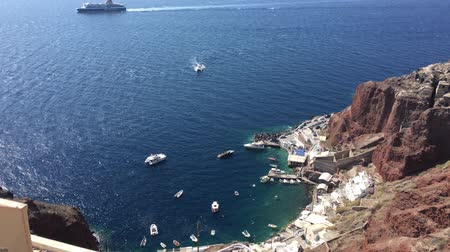 УВР : 4k video. The panoramic view of port of Ammoudi in Oia Santorini, Greece