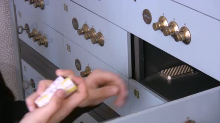 güvenli : Woman opening a safe in the bank