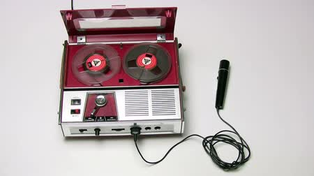 лента : Old tape recorder playing