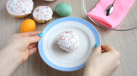truly : Hands take away from the table a plate with a Easter cake with white icing. Stock Footage