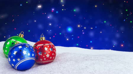 queda de neve : colorful christmas balls in snow on bokeh background. Seamless loop. 3D render.