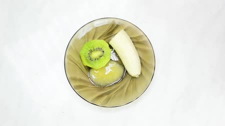 Facial mask from fruits for woman. Skin care with fruit. Vídeos