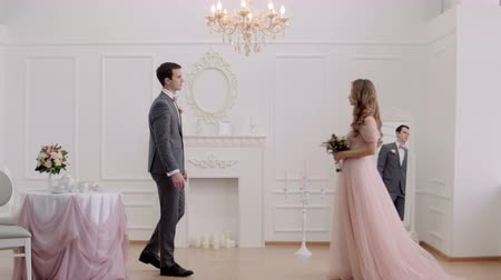 kıvırcık : The bride and groom are moving to meet each other