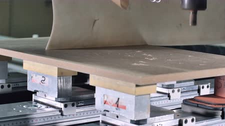 fából készült asztal : Automatic milling cutting wood machine. drill bit mill grooves, curved surfaces and drill all the required holes for the pieces of wood