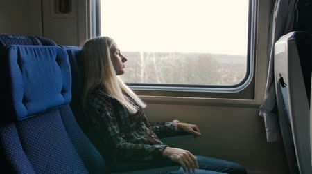 gyomor : Woman in moving train feels pain in stomach