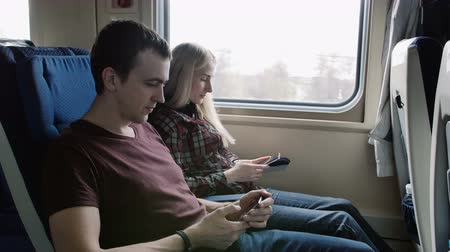 pendulares : People with smart phone traveling in train on commute. Passengers using smartphone commuting in public transportation Vídeos