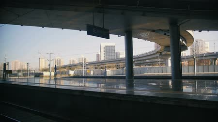 trilho : Chinese high speed train leaves station. View from the inside Vídeos