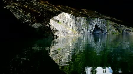 pedreira : Water cave in the rock.