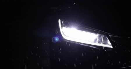 headlight vehicle car open in rainy night street road Wideo