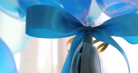 fitas : close-up blue bow ribbon on balloon floating decorate celebration party
