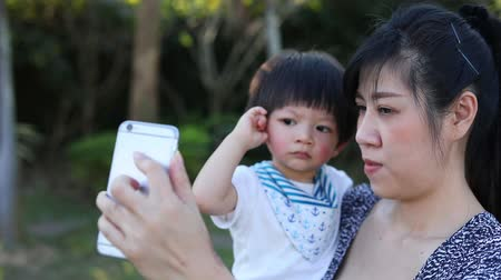 matka dziecko : mother selfie take a photo with cute son, happy family time